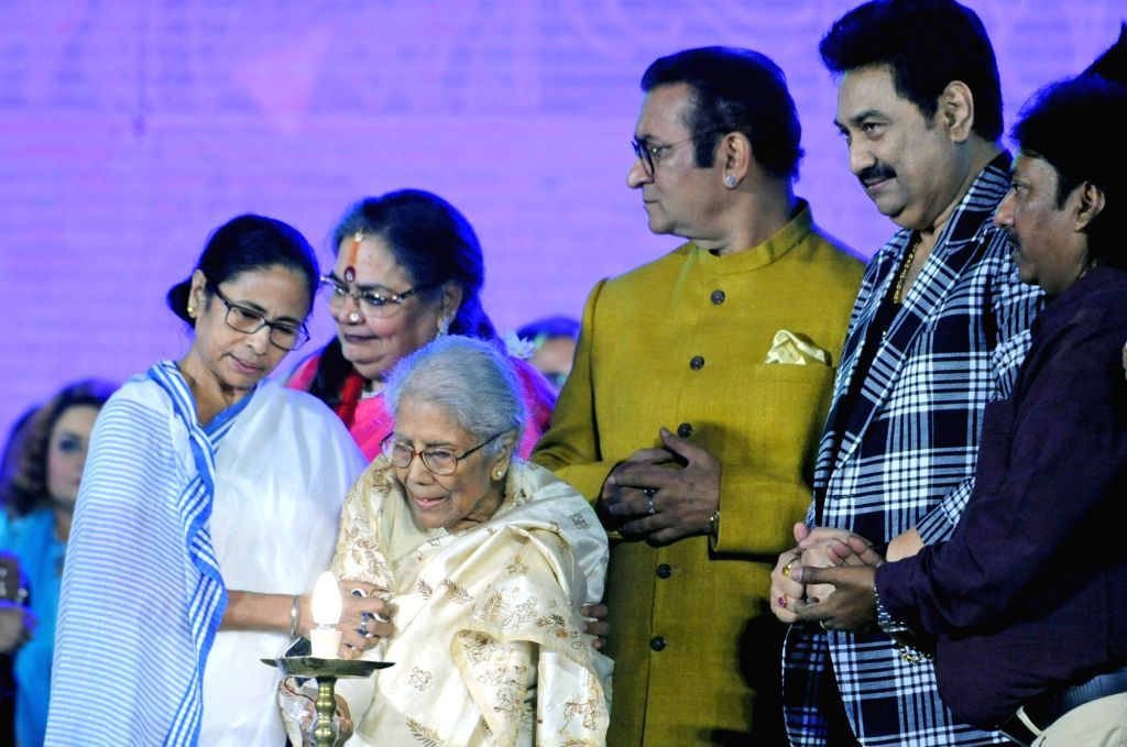 West Bengal Chief Minister Mamata Banerjee, singers Sandhya Mukherjee, Usha Uthup, Kumar Sanu and Abhijeet Bhattacharya during the inauguration of 'Bangla Sangeet Mela 2019' in Kolkata on ... - Mamata Banerjee and Sandhya Mukherjee