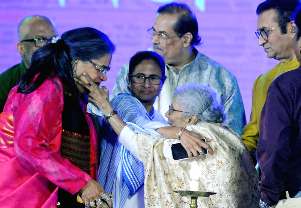 West Bengal Chief Minister Mamata Banerjee, singers Sandhya Mukherjee, Usha Uthup and Abhijeet Bhattacharya during the inauguration of 'Bangla Sangeet Mela 2019' in Kolkata on Dec 4, 2019. - Mamata Banerjee and Sandhya Mukherjee