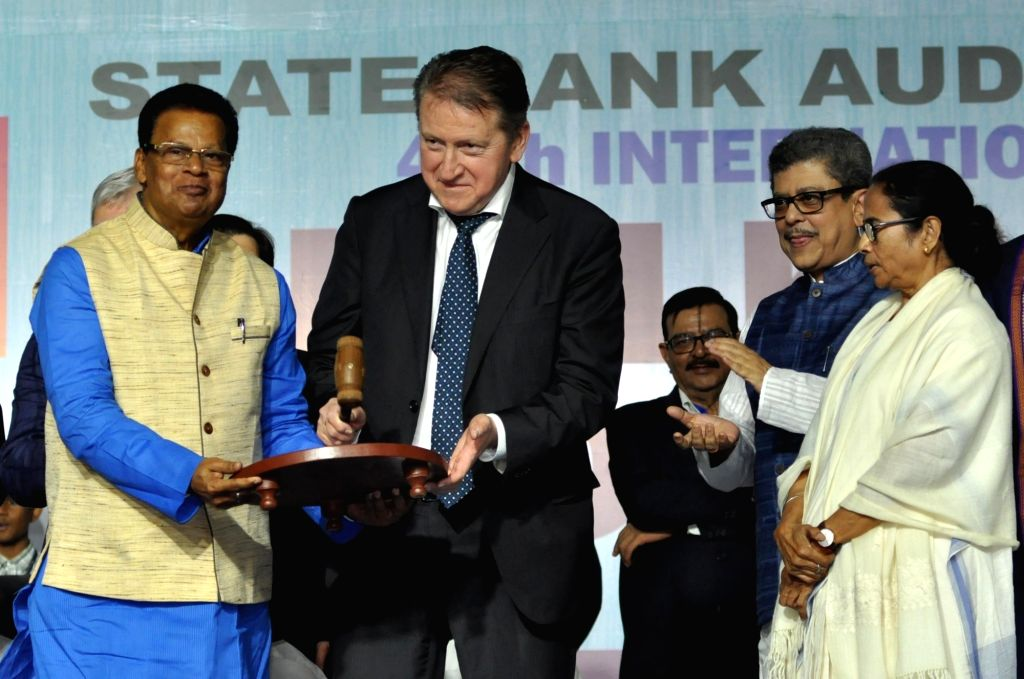 West Bengal Chief Minister Mamata Banerjee, Russian Ambassador to India, Nikolay Rishatovich Kudashev, President, Publishers & Booksellers Guild,  Tridib Chatterjee, Author, Nrisingha ... - Mamata Banerjee and Tridib Chatterjee