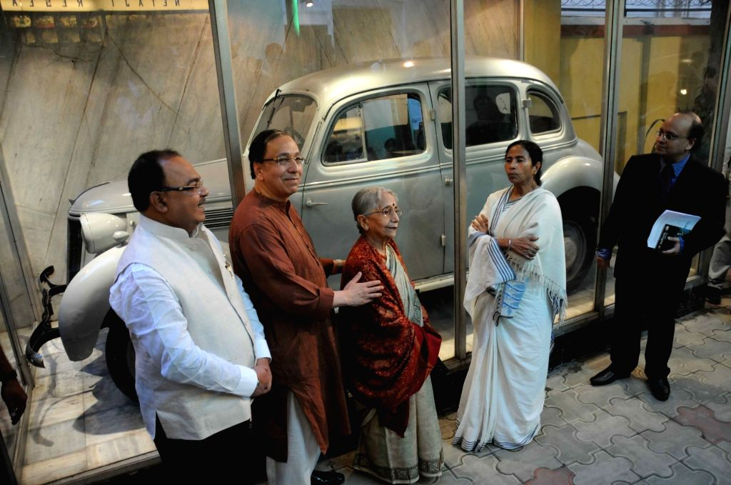 West Bengal Chief Minister Mamata Banerjee and Kolkata Mayor  Sovan Chatterjee with Krishna Bose and Sugata Bose in front of the car used by Netaji Subhash Chandra Bose in his Great Escape at Netaji ... - Mamata Banerjee, Sovan Chatterjee and Sugata Bose
