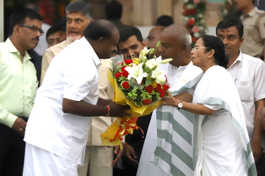 West Bengal Chief Minister Mamata Banerjee greets Karnataka Chief Minister H.D.Kumaraswamy at his swearing in ceremony in Bengaluru on May 23, 2018. - Mamata Banerjee