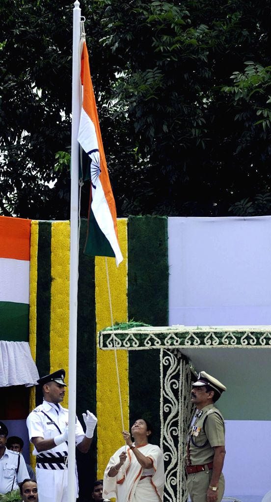 West Bengal  Chief Minister Mamata Banerjee hoist the tricolor during 67th Independence day celebration in Kolkata on August 15, 2013. (Photo::: IANS) - Mamata Banerjee