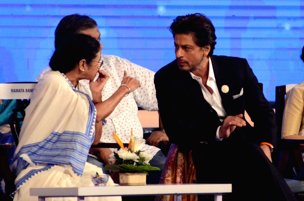 West Bengal Chief Minister Mamata Banerjee in a conversation with actor Shah Rukh Khan at the inaugural session of 25th Kolkata International Film festival, in Kolkata on Nov 8, 2019. - Mamata Banerjee and Rukh Khan