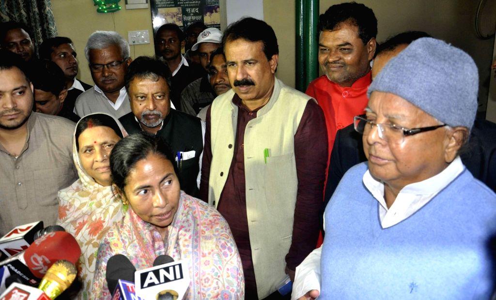 West Bengal Chief Minister Mamata Banerjee meet former Bihar Chief Minister Rabri Devi along with RJD chief Laloo Prasad Yadav and Bihar Deputy Chief Minister Tejashwi Yadav at their residence ... - Mamata Banerjee, Laloo Prasad Yadav and Tejashwi Yadav