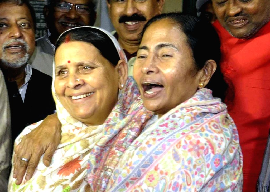 West Bengal Chief Minister Mamata Banerjee meets former Bihar Chief Minister Rabri Devi at her residence in Patna on Nov 29, 2016. - Mamata Banerjee