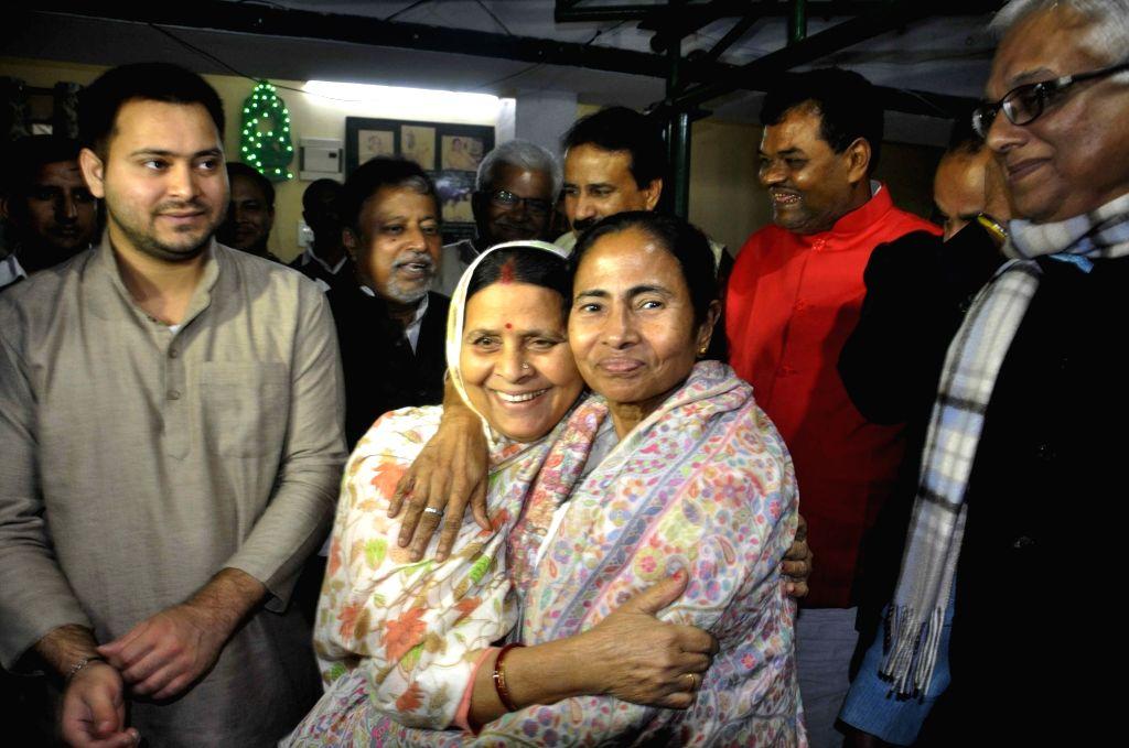 West Bengal Chief Minister Mamata Banerjee meets former Bihar Chief Minister Rabri Devi at her residence in Patna on Nov 29, 2016. Also seen Bihar Deputy Chief Minister Tejashwi Yadav. - Mamata Banerjee and Tejashwi Yadav