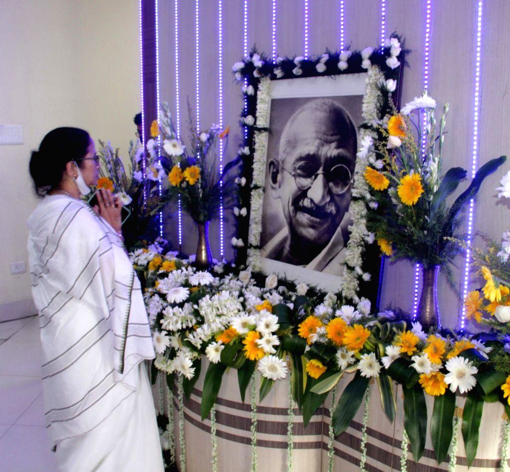 West Bengal Chief Minister Mamata Banerjee pays tribute to Mahatma Gandhi on 152nd Gandhi Birth Day at Nabanna in Howrah on Saturday October 02,2021. - Mamata Banerjee