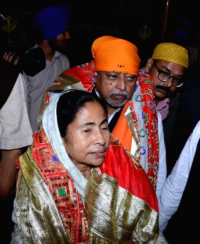 West Bengal Chief Minister Mamata Banerjee pays obeisance at the Takht Sri Harmandir Sahib in Patna on Nov 30, 2016. - Mamata Banerjee