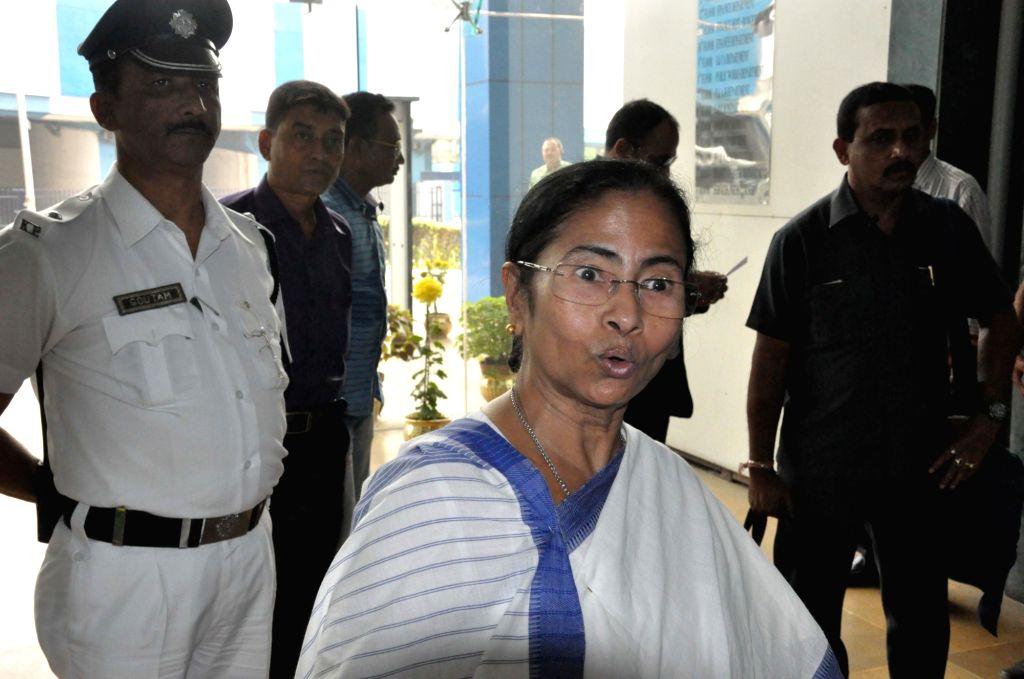 West Bengal Chief Minister Mamata Banerjee talks to press at Nabanno in Howrah on Nov 28, 2016. - Mamata Banerjee