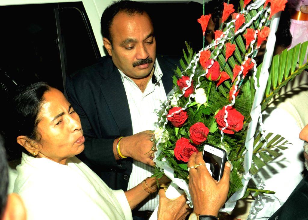 West Bengal Chief Minister Mamata Banerjee talks to press in Patna on Nov 29, 2016. - Mamata Banerjee