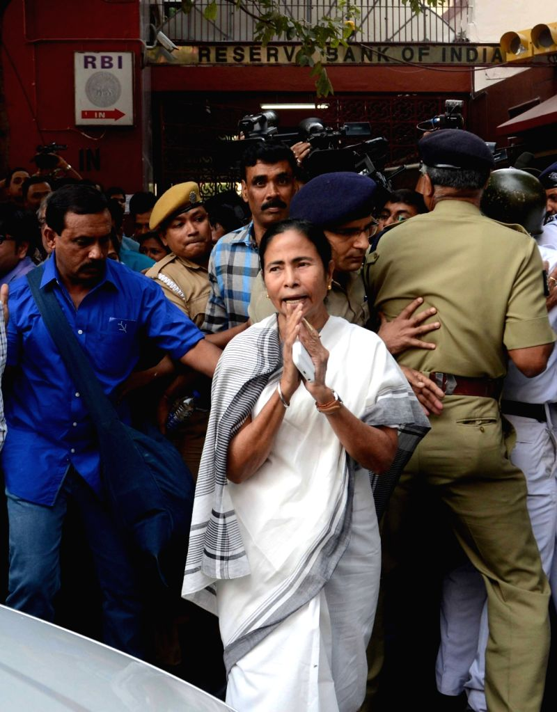 West Bengal Chief Minister Mamata Banerjee visit RBI during protesting against the demonetization of currency in Kolkata on Nov 19, 2016. - Mamata Banerjee
