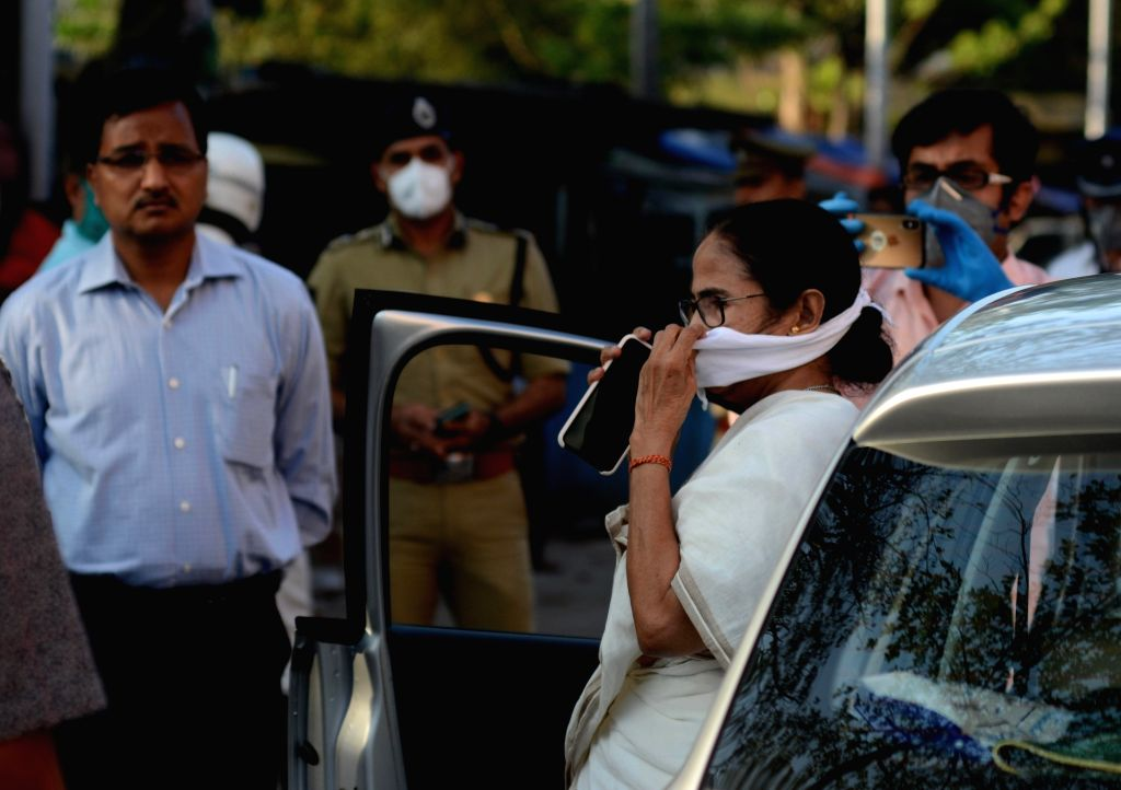 West Bengal Chief Minister Mamata Banerjee visits Posta Market to review the situation on Day 2 of the 21-day nationwide lockdown imposed by the Narendra Modi government over the coronavirus ... - Mamata Banerjee and Narendra Modi