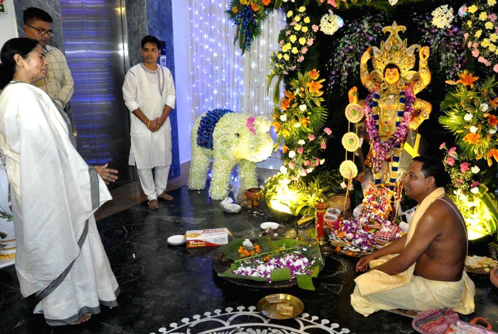 West Bengal Chief Minister Mamata Banerjee visits Vishwakarma Puja pandal at Nabanno in Howrah on Sept 17, 2016. - Mamata Banerjee
