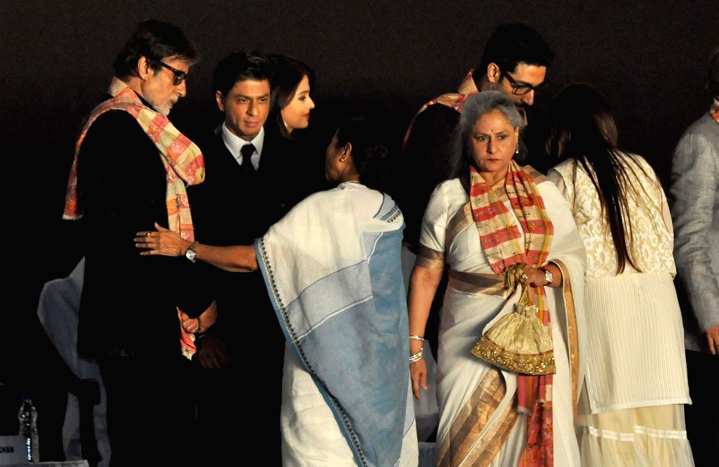 West Bengal Chief Minister Mamata Banerjee with actors Amitabh Bachchan, Jaya Bachchan, Shahrukh Khan, Abhishek Bachchan and Aishwarya Rai Bachchan during 20th Kolkata International Film Festival in . - Mamata Banerjee, Amitabh Bachchan, Jaya Bachchan, Shahrukh Khan, Abhishek Bachchan and Aishwarya Rai Bachchan
