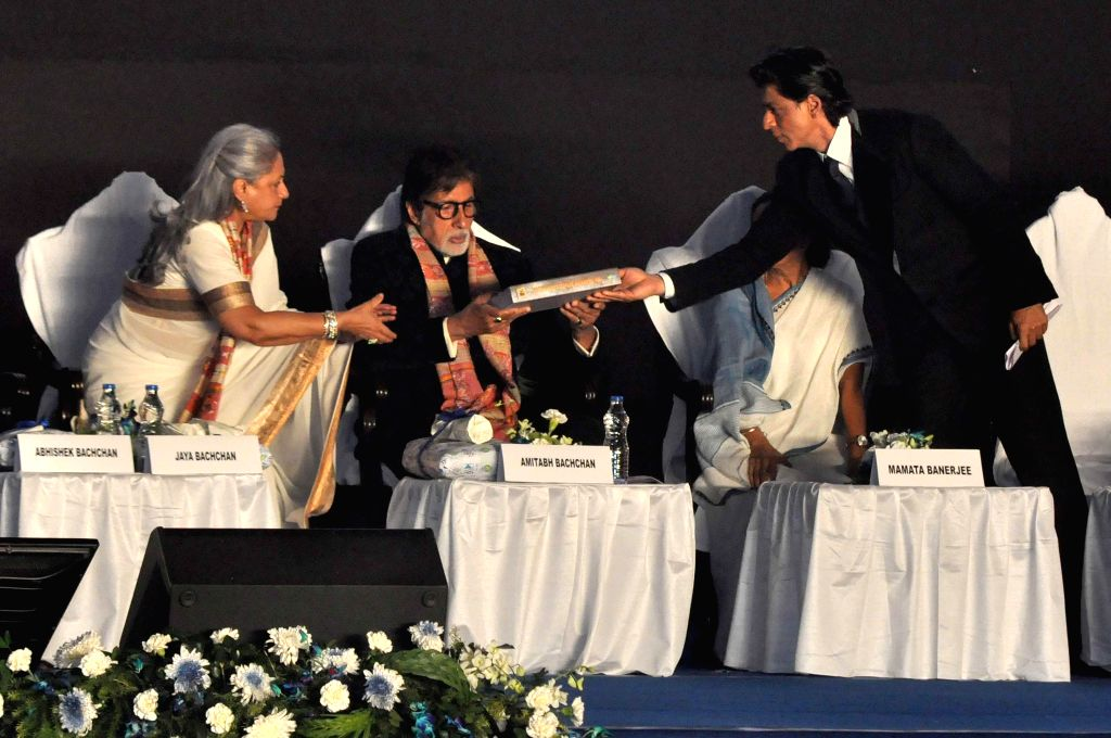 West Bengal Chief Minister Mamata Banerjee with actors Amitabh Bachchan, Jaya Bachchan and Shahrukh Khan during 20th Kolkata International Film Festival in Kolkata on Nov 10, 2014. - Mamata Banerjee, Amitabh Bachchan, Jaya Bachchan and Shahrukh Khan