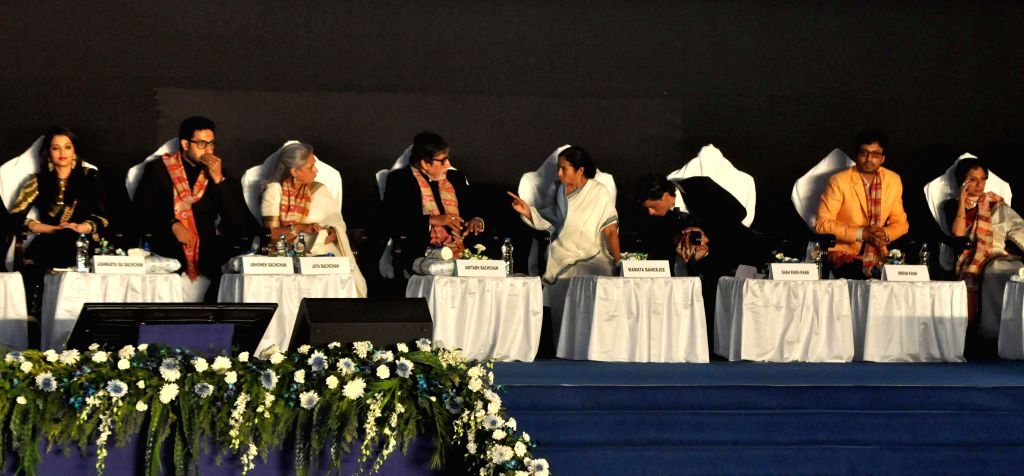 West Bengal Chief Minister Mamata Banerjee with actors Amitabh Bachchan, Jaya Bachchan, Shahrukh Khan, Abhishek Bachchan, Aishwarya Rai Bachchan, Irrfan Khan and Tanuja during 20th Kolkata ... - Mamata Banerjee, Amitabh Bachchan, Jaya Bachchan, Shahrukh Khan, Abhishek Bachchan, Aishwarya Rai Bachchan, Irrfan Khan and Tanuja