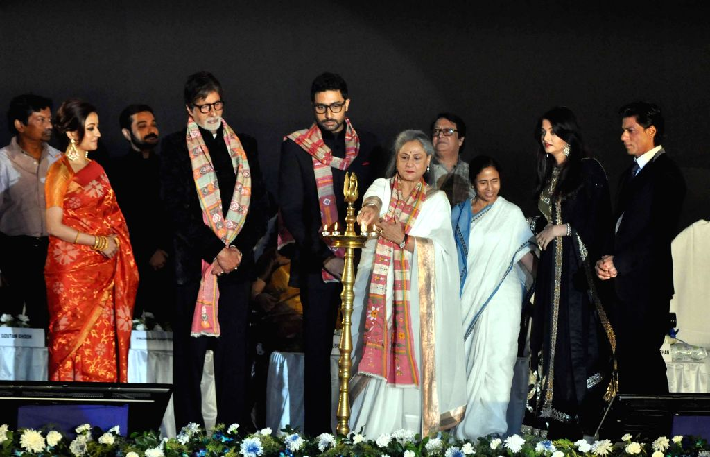 West Bengal Chief Minister Mamata Banerjee with actors Amitabh Bachchan, Jaya Bachchan, Shahrukh Khan, Raima Sen, Abhishek Bachchan, Aishwarya Rai Bachchan, Prosenjit Chatterjee, and Ranjit Mallick .. - Mamata Banerjee, Amitabh Bachchan, Jaya Bachchan, Shahrukh Khan, Raima Sen, Abhishek Bachchan, Aishwarya Rai Bachchan and Prosenjit Chatterjee