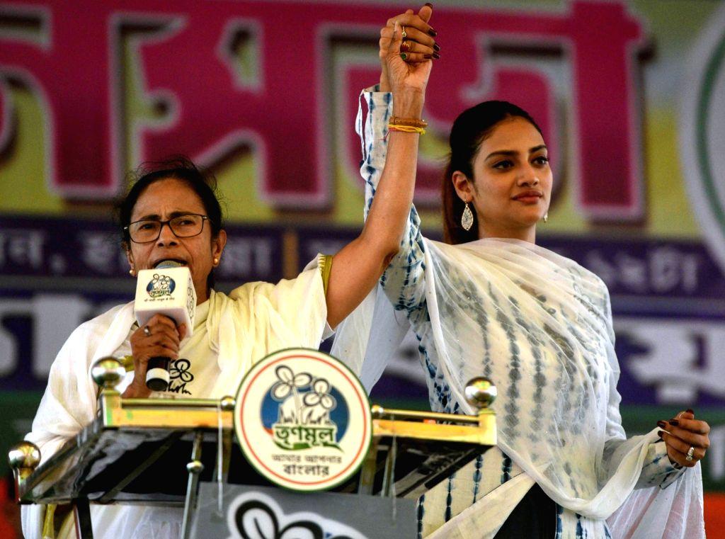 Mamata Banerjee, Nusrat Jahan during TMC rally