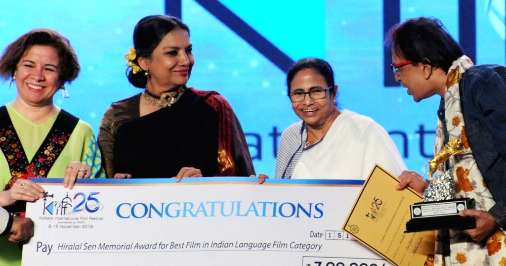 West Bengal Chief Minister Mamata Banerjee with actress Shabana Azmi during the closing ceremony of 25th Kolkata International Film Festival (KIFF) in Kolkata on Nov 15, 2019. - Mamata Banerjee and Shabana Azmi