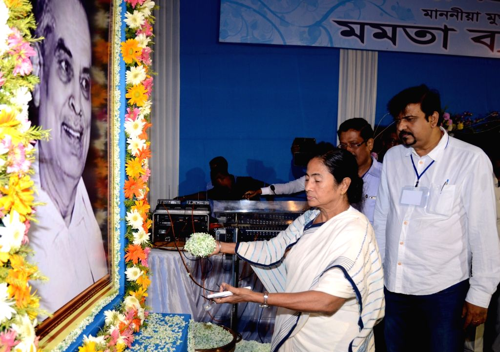 West Bengal Chief Minister Mamata Bannerjee pays tribute to Dr. Bidhan Chandra Roy on his birth and death anniversary in Kolkata on July 1, 2016. - Mamata Bannerjee and Bidhan Chandra Roy