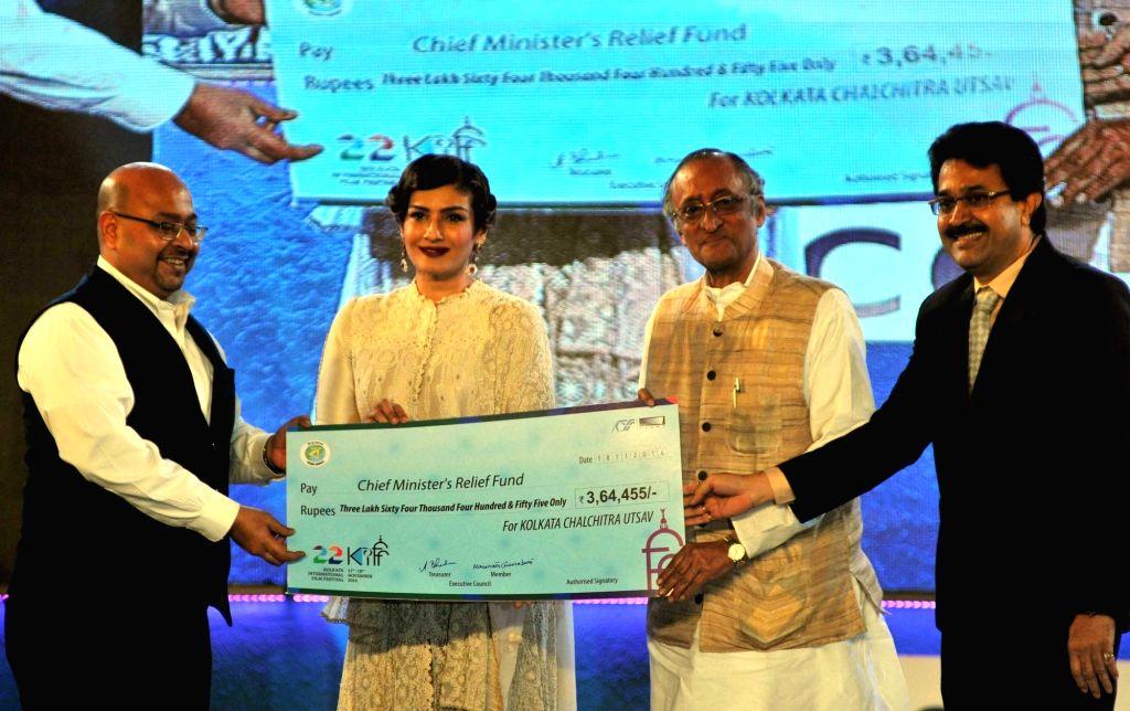 West Bengal Finance minister Amit Mitra, Birla Group chairman Kumar Mangalam Birla and actress Raveena Tandon during the closing ceremony of 22nd Kolkata International Film Festival in ... - Amit Mitra and Raveena Tandon