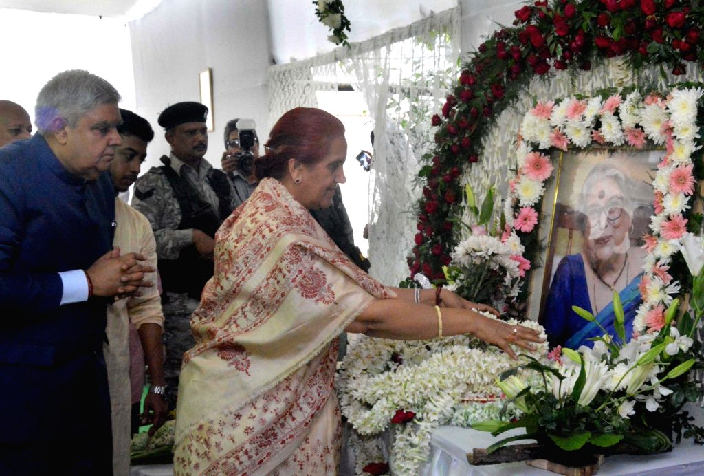 West Bengal Governor Jagdeep Dhankar pays tribute to Nabanita Deb Sen during a memorial meeting at her residence in Kolkata on Nov. 17, 2019.