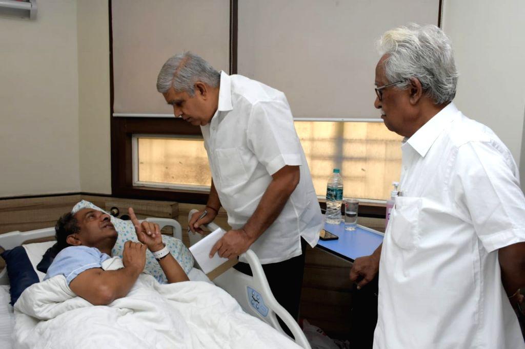 West Bengal Governor Jagdeep Dhankhar meets Jadavpur University Vice Chancellor Suranjan Das , now under treatment at the privately run AMRI Hospital in Kolkata on Sep 21, 2019.