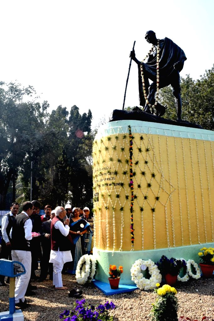 West Bengal Governor KN Tripathi pays tributes to Mahatma Gandhi on his death anniversary in Kolkata on Jan 30, 2018.