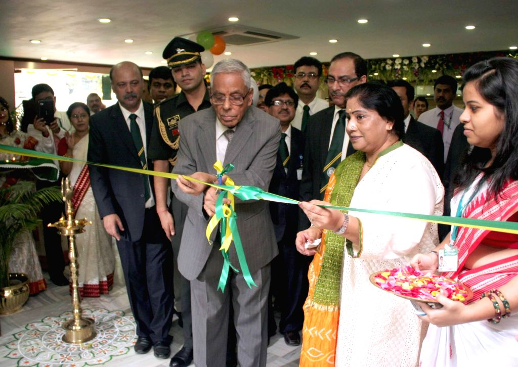 West Bengal Governor M.K Narayanan inaugurating ``Elounge`` at UBI head office in Kolkata on August 14, 2013. (Photo::: IANS)