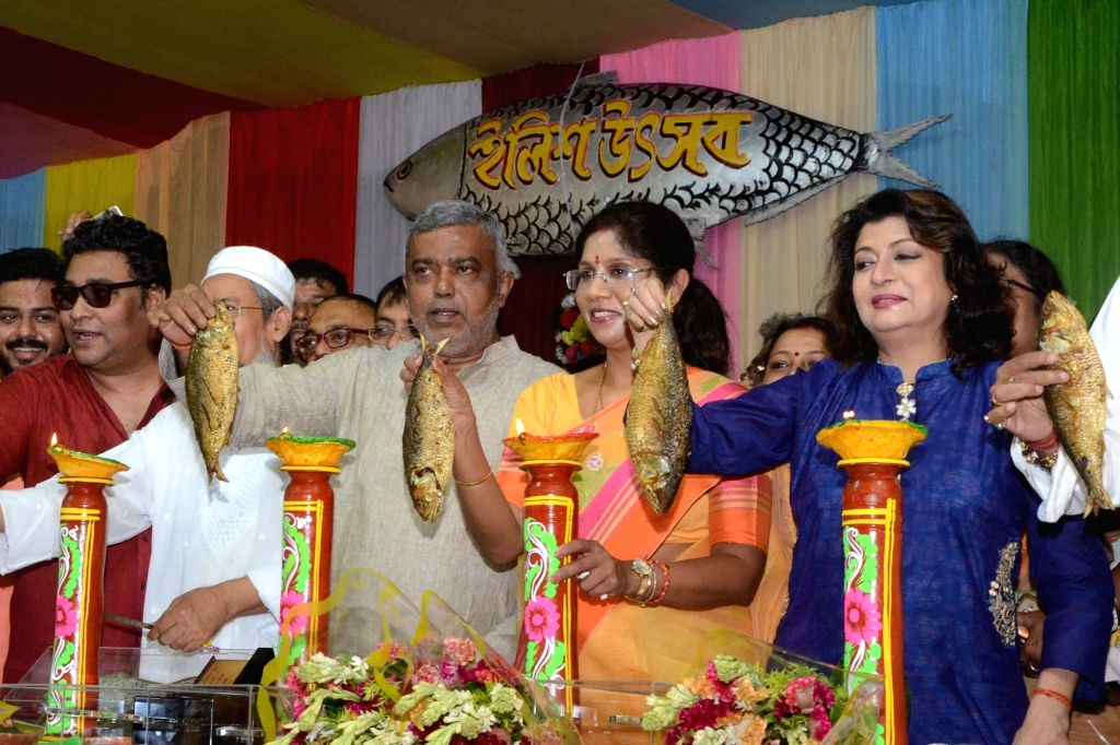 "West Bengal Minister for Health and Social Welfare Shashi Panja and actor turn politician Debashree Roy during ""Hilsa Festival"" in Kolkata on Aug 20, 2017. - Debashree Roy"