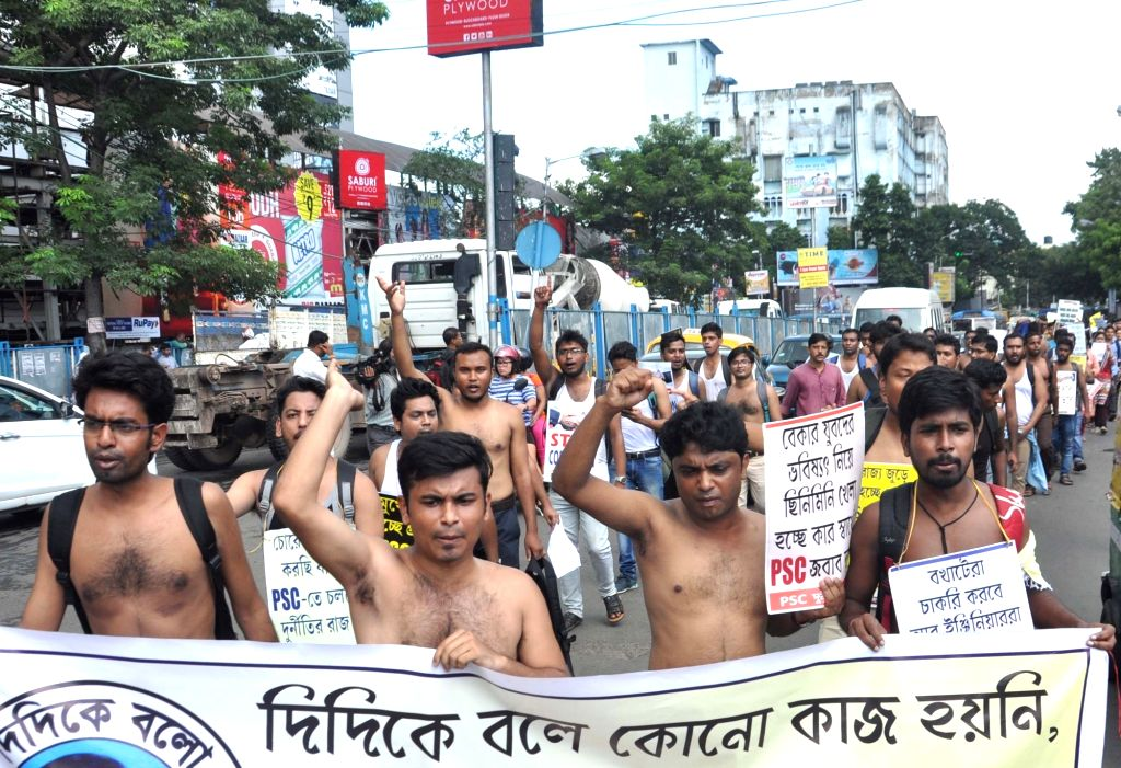 West Bengal Public Service Commission (WBPSC) Junior Engineers stage a demonstration to press for their demands, in Kolkata on Sep 6, 2019.