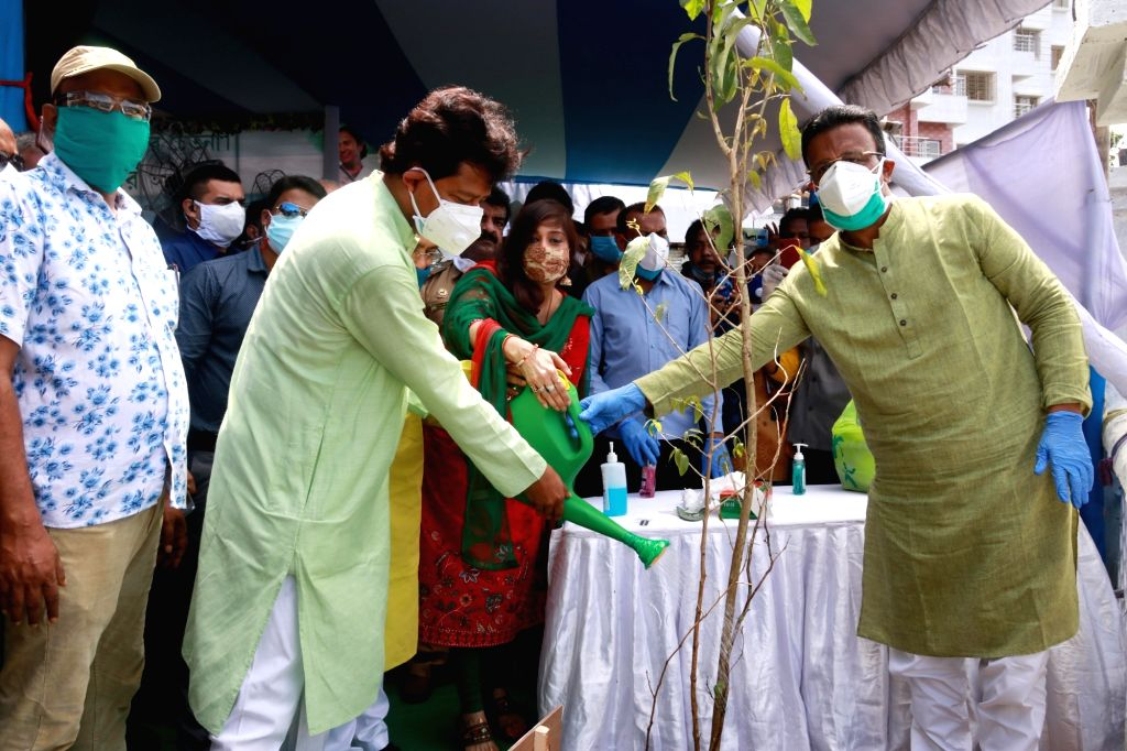 West Bengal Urban Development Minister Firhad Hakim, State Forest Minister Rajib Banerjee and TMC MLAs Baishali Dalmiya and Prabir Kumar Ghosal at a plantation programme organised during ... - Firhad Hakim, Rajib Banerjee and Prabir Kumar Ghosal