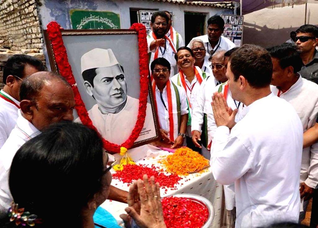 West Godavari: Congress president Rahul Gandhi pays tributes to former Andhra Pradesh Chief Minister Damodaram Sanjivayya, in Pedapadu village of Andhra Pradesh's West Godavari district on Sept 18, ... - Damodaram Sanjivayya and Rahul Gandhi