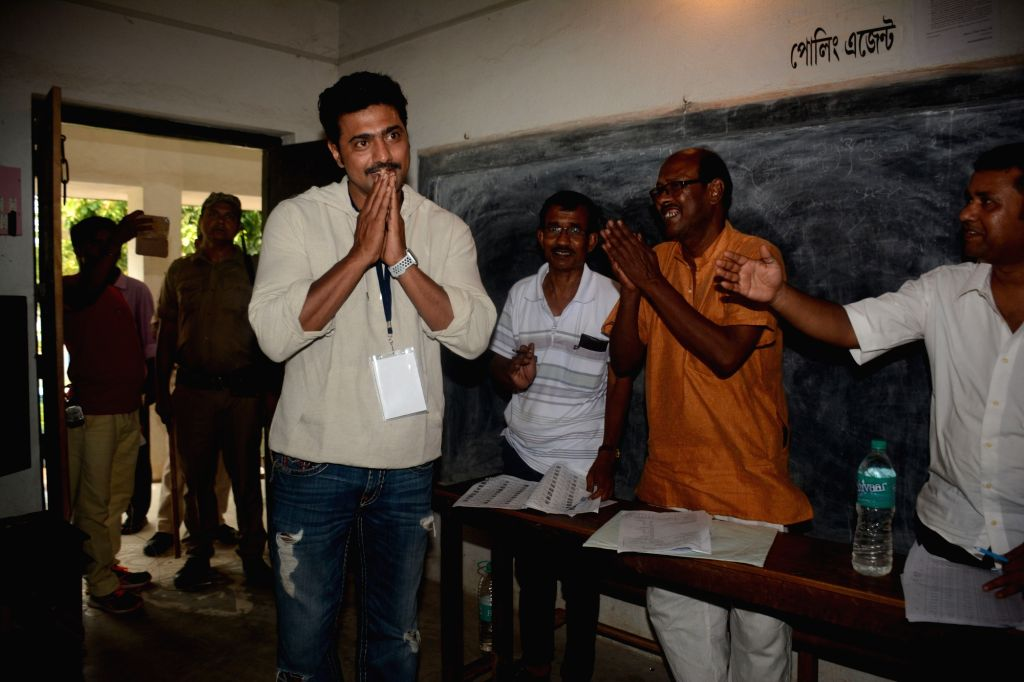 West Midnapore: Actor and Trinamool Congress MP Dev alias Deepak Adhikari arrives at a polling booth during the sixth phase of 2019 Lok Sabha elections, in West Midnapore, West Bengal, on May 12, ...