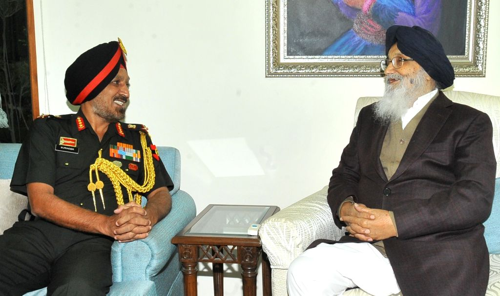 Western Army commander Lieutenant General Surinder Singh calls on Punjab Chief Minister Parkash Singh Badal at Chief Minister's Residence in Chandigarh on Nov. 14, 2016. - Parkash Singh Badal and General Surinder Singh