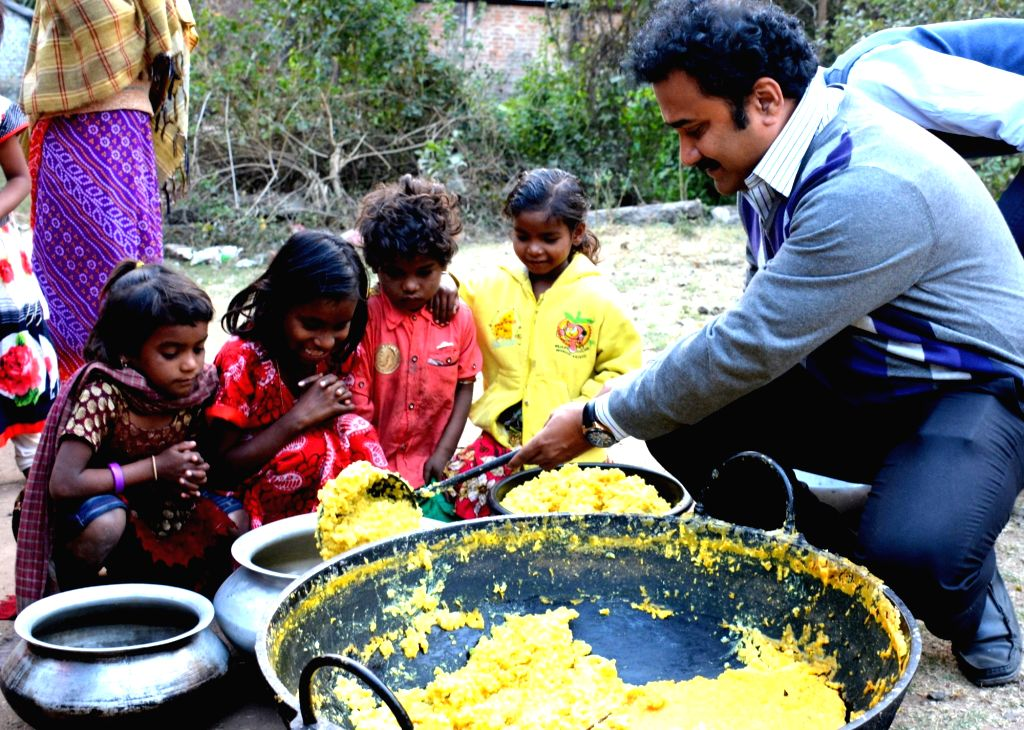 While the day meals are collected and supplied, the volunteers of the organisation cook fresh food for the poverty stricken as they do not want to serve dishes stored for a long time.