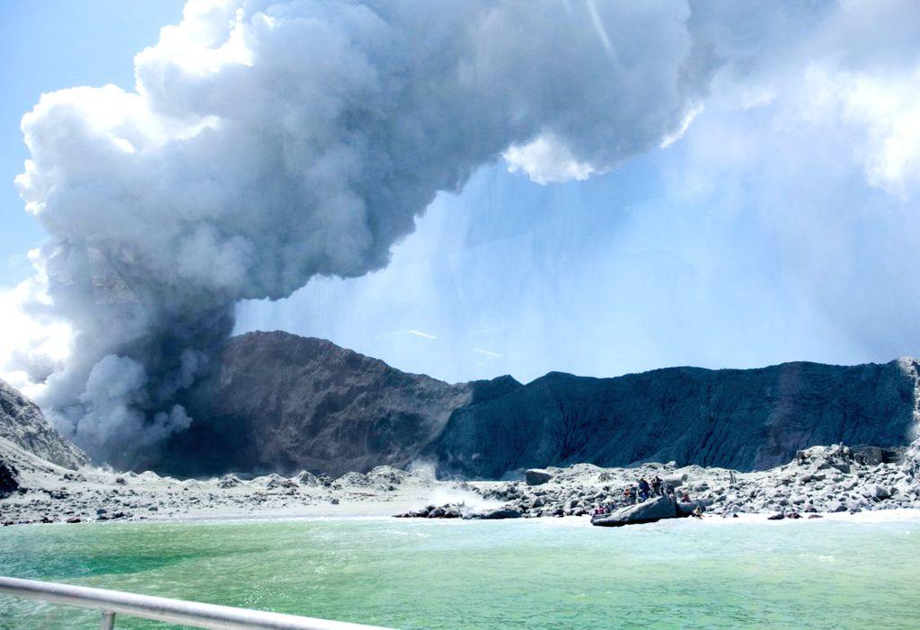 WHITE ISLAND (NEW ZEALAND), Dec. 10, 2019 (Xinhua) -- Photo taken on Dec. 9, 2019 shows the heavy smoke from volcanic eruption at New Zealand's White Island. Five people were confirmed dead in a volcanic eruption in New Zealand's White Island in the