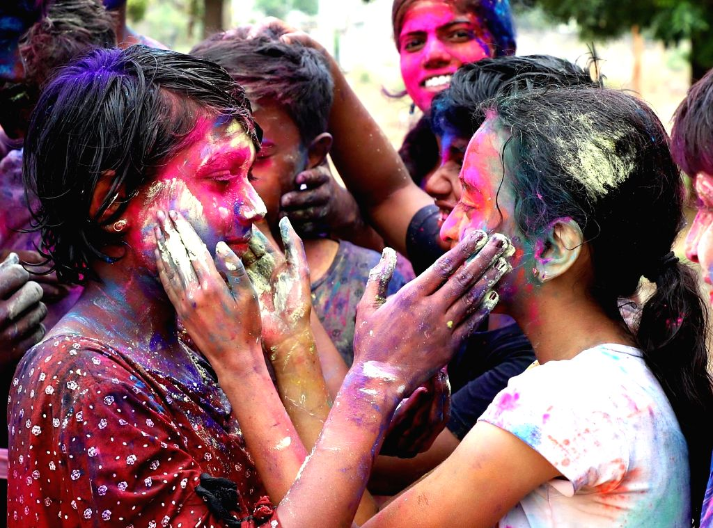 Why Holi & politics are losing colour in UP (IANS Special). (Photo: IANS)