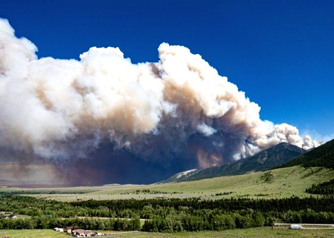 Wildfire in US state of Montana forces evacuation of hundreds.(pic credit: https://twitter.com/RedLodgeMntn)