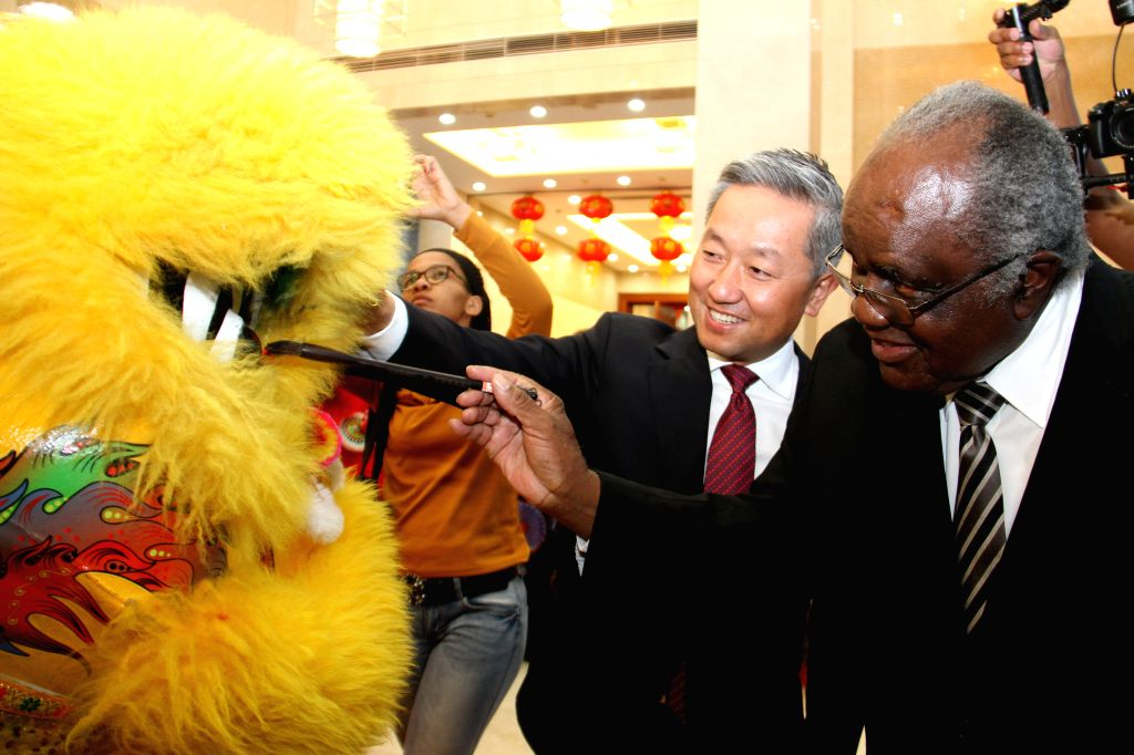 WINDHOEK, Sept. 28, 2019 - Namibia's former President Hifikepunye Pohamba (R) dots the eyes of a lion during a reception to celebrate the 70th anniversary of the founding of the People's Republic of ...