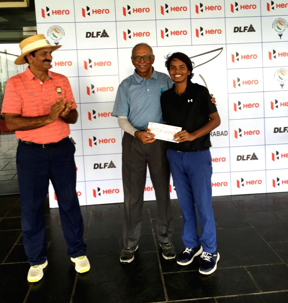 Winner of the 11th Leg of the Hero Women???s Pro Golf Tour golfer Sneha Singh receives her award from J Vikramdev Rao. - Sneha Singh and J Vikramdev Rao