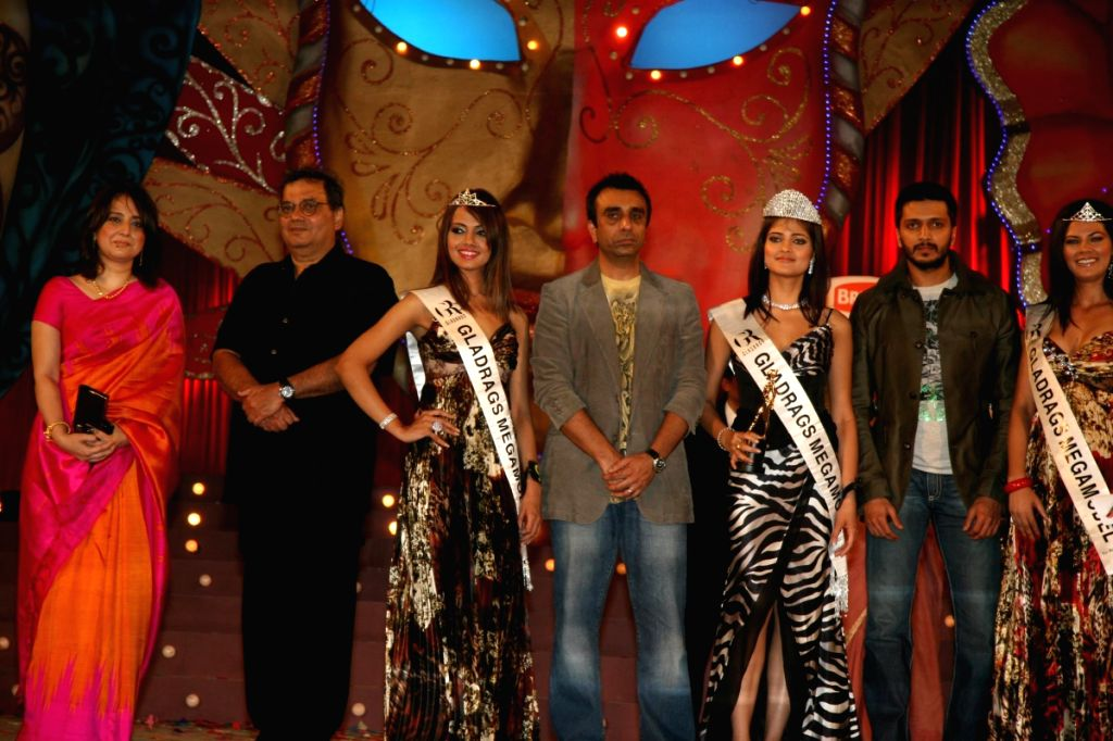 Winners of the Gladrags Mega Model Hunt pose at the finale of the event held in Mumbai Sunday.