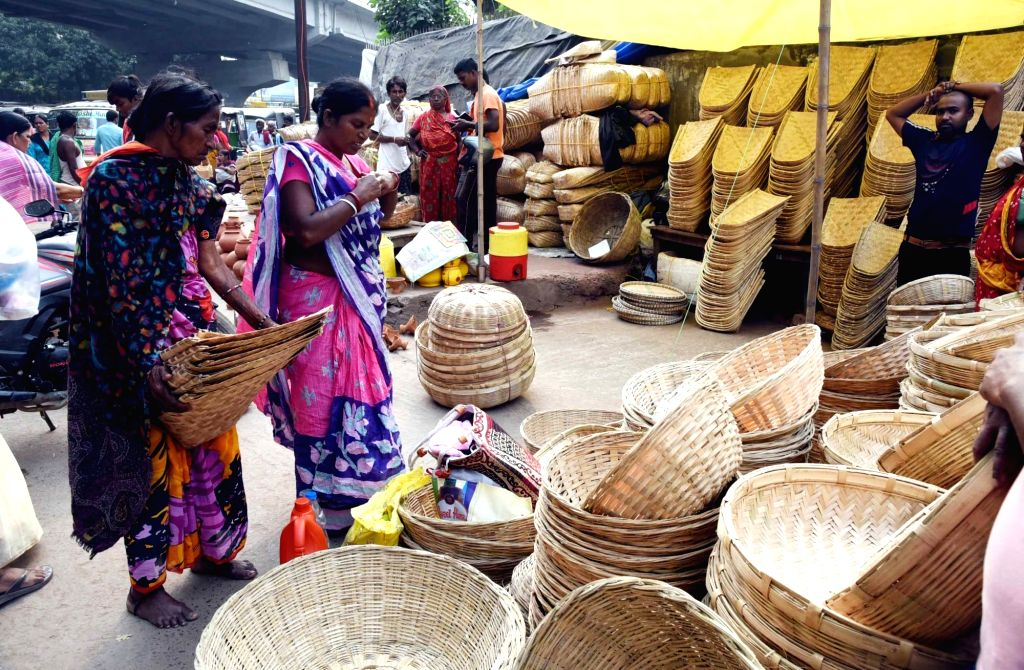 Winnowing baskets being sold on the eve of Chhath Puja celebrations, in Patna on Oct 30, 2019.