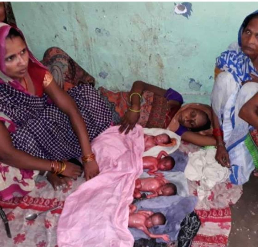 Woman gives birth to 4 children in Sitapur.