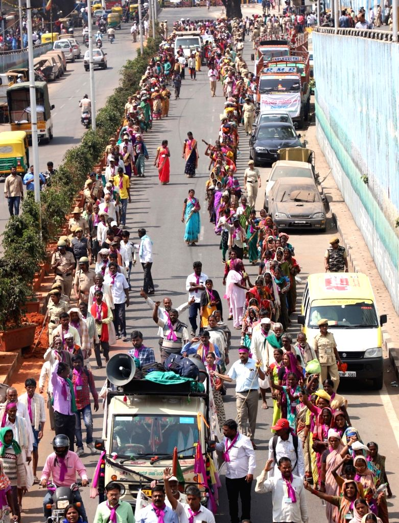 Women participate in a march from Chitradurga to Freedom Park to press for liquor ban in the state; in Bengaluru on Jan 30, 2019.