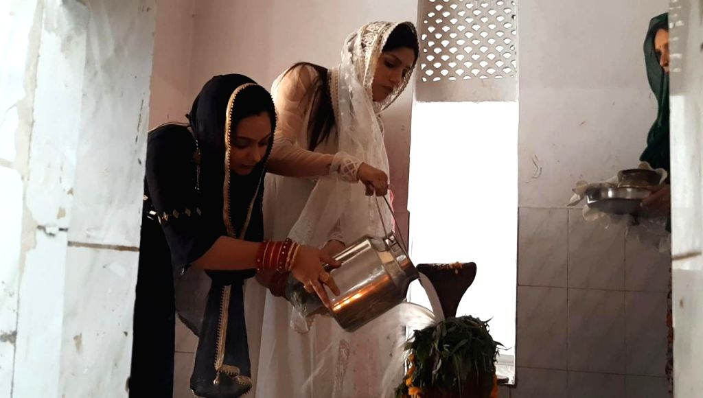 Women perform rituals on the occasion of 'Sawan Shivratri' during the Hindu holy month of 'Shravan', in New Delhi on July 30, 2019.