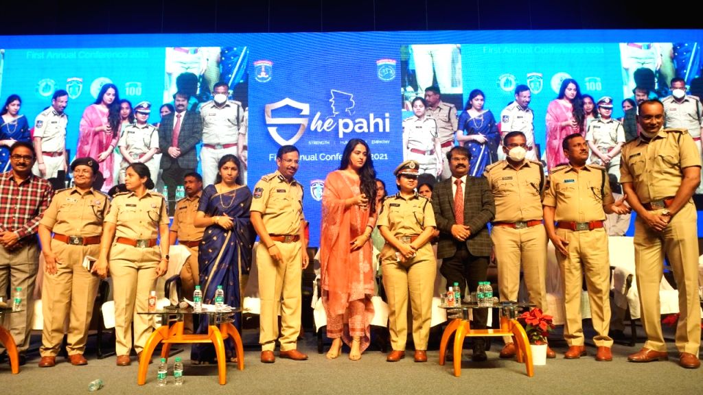 women police officers are real stars, says Anushka.