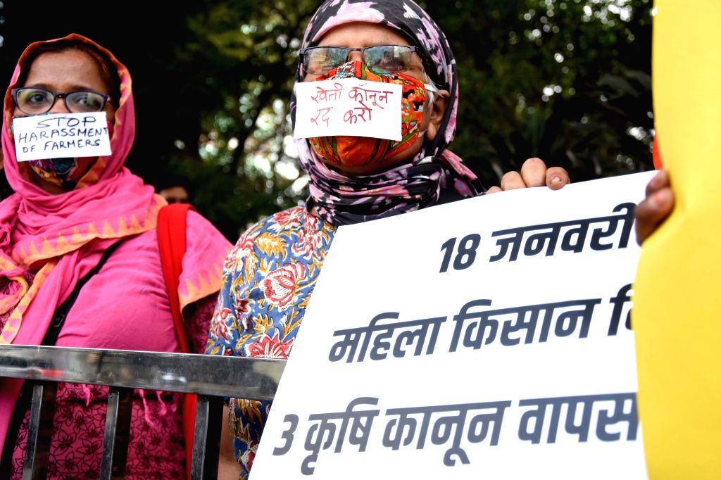 "Women protest on occasion of  ""Women Kisan Diwas"" against new farm laws at Dadar, Mumbai on Monday, January 18, 2021."