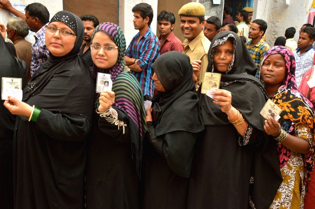 Women queue-up to cast their vote during Ajmer Municipality polls on Aug 17, 2015.