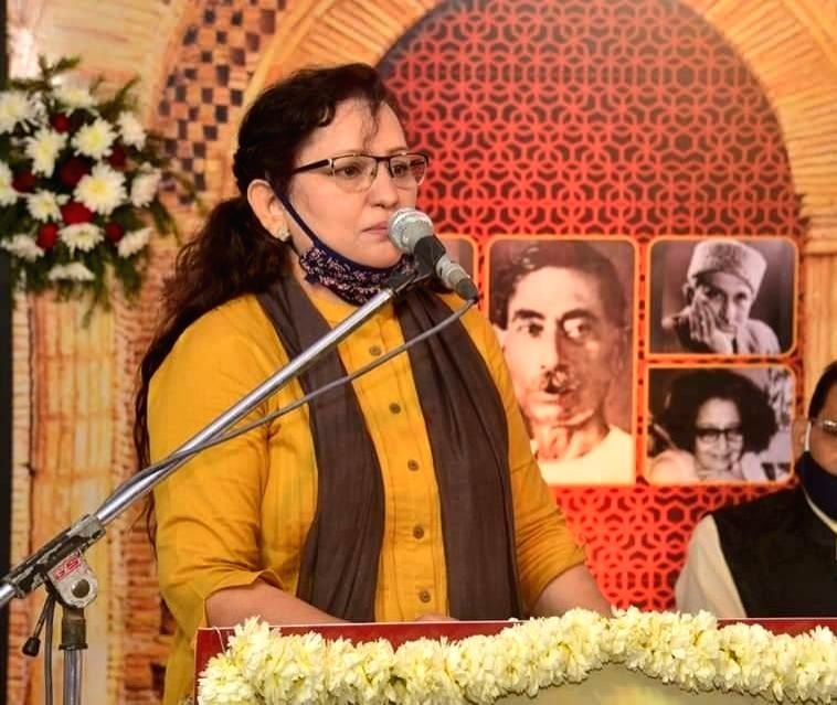 Women's Day: Nusrat Mehdi, who is doing government service and honor by following religion.